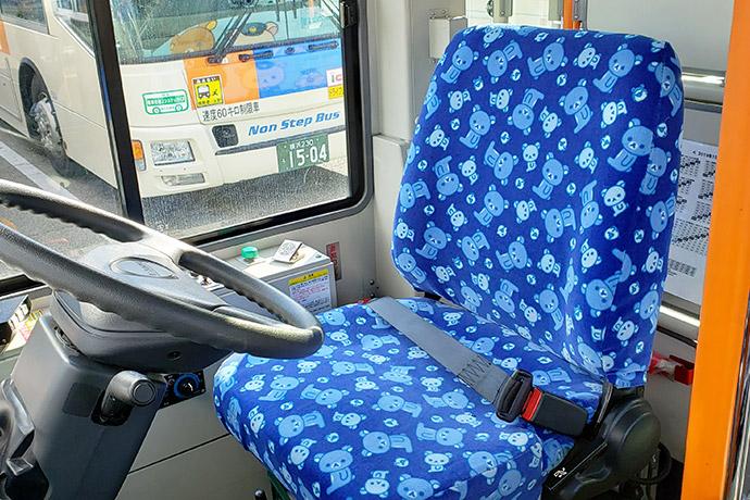 「キイロイトリ号」の運転席